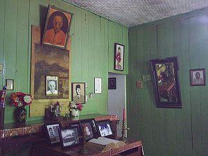 Altar_ruang_tamu